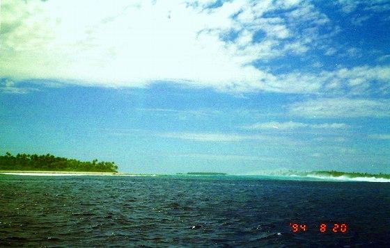アイツタキ島から環礁の南側へ接近